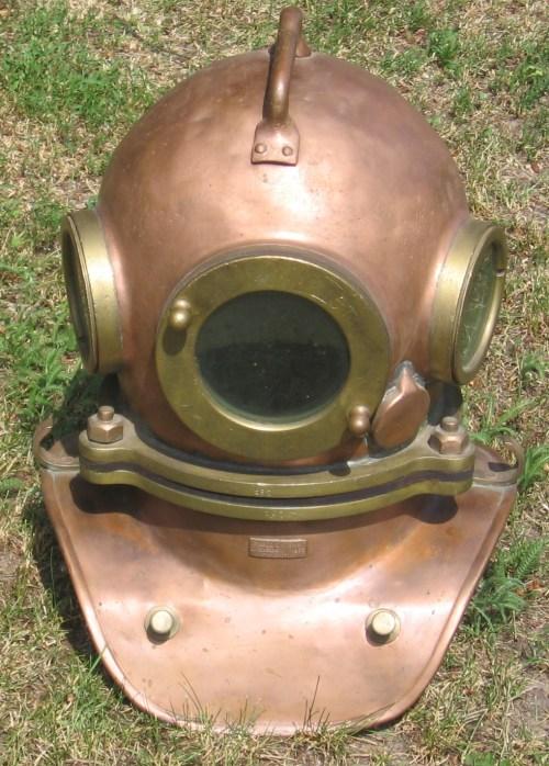 small resolution of diving helmet