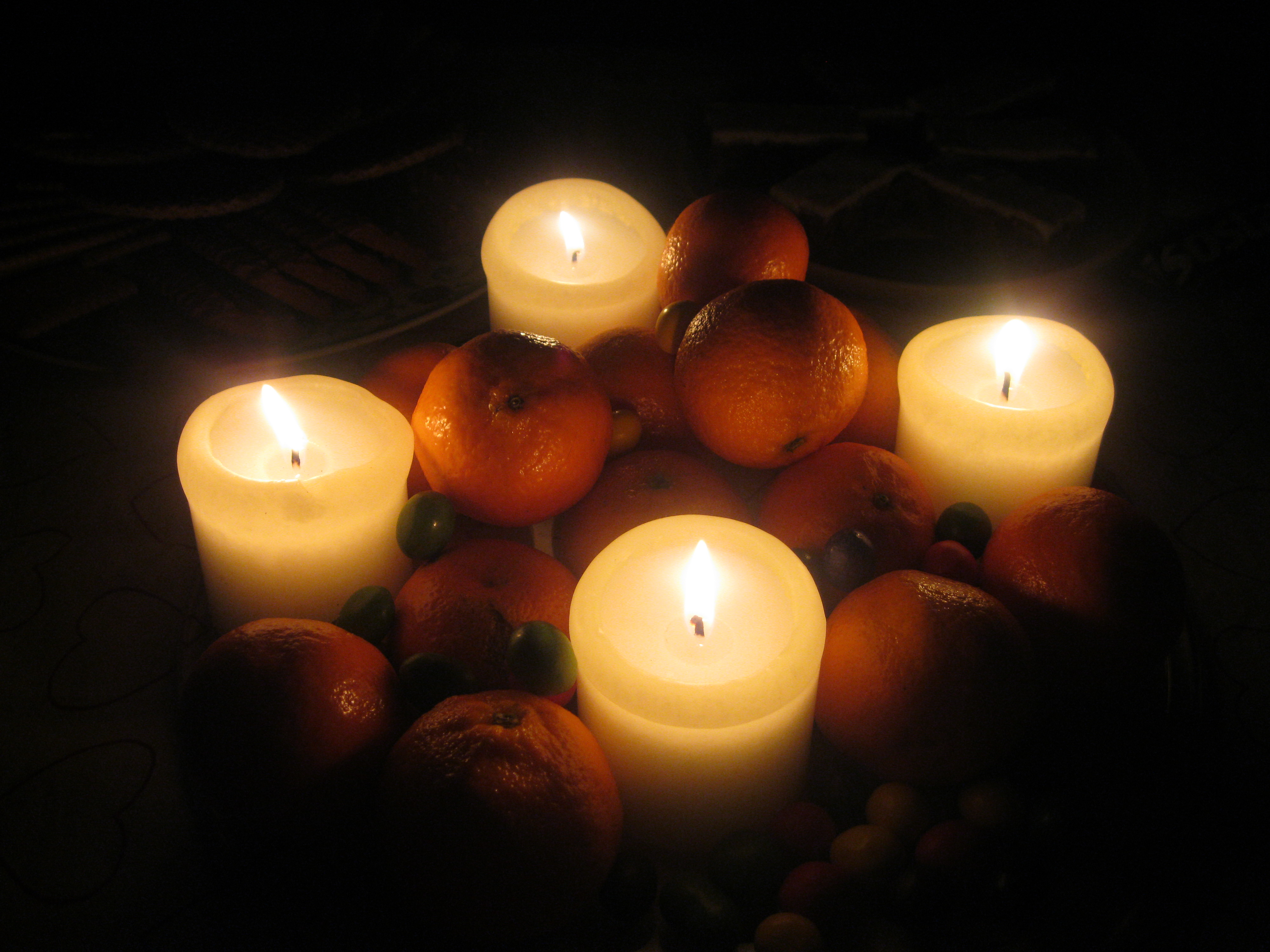 https commons wikimedia org wiki file candle lighting a plate of oranges and smarties 1 jpg