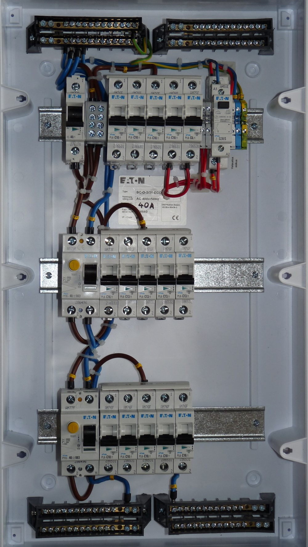 medium resolution of file gonsiori 3 apartment fuse box jpg wikimedia commons old fuse box wiring apartment fuse box