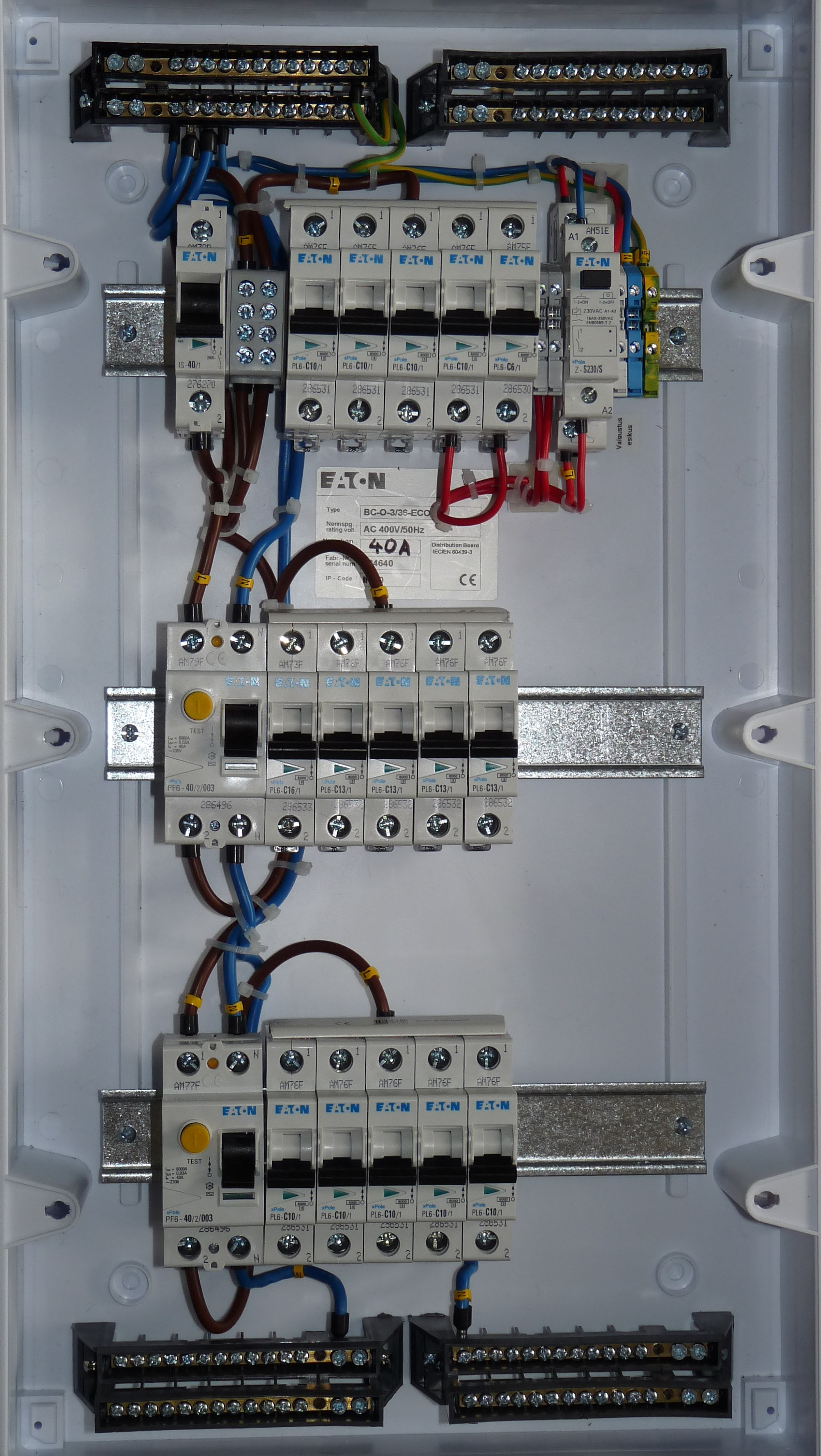 hight resolution of file gonsiori 3 apartment fuse box jpg wikimedia commons old fuse box wiring apartment fuse box