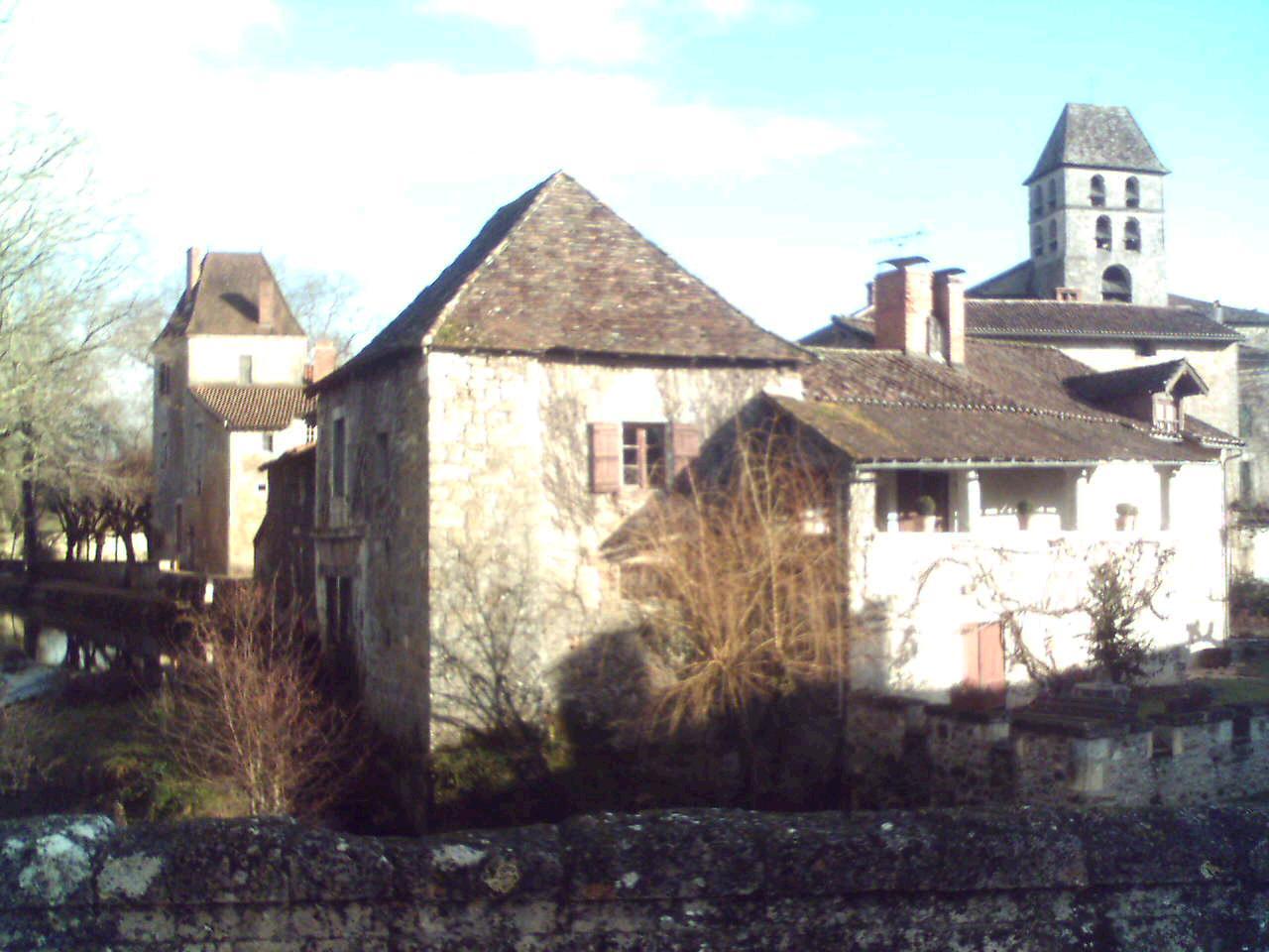 Français : Vue de Saint-Jean-de-Côle, départem...
