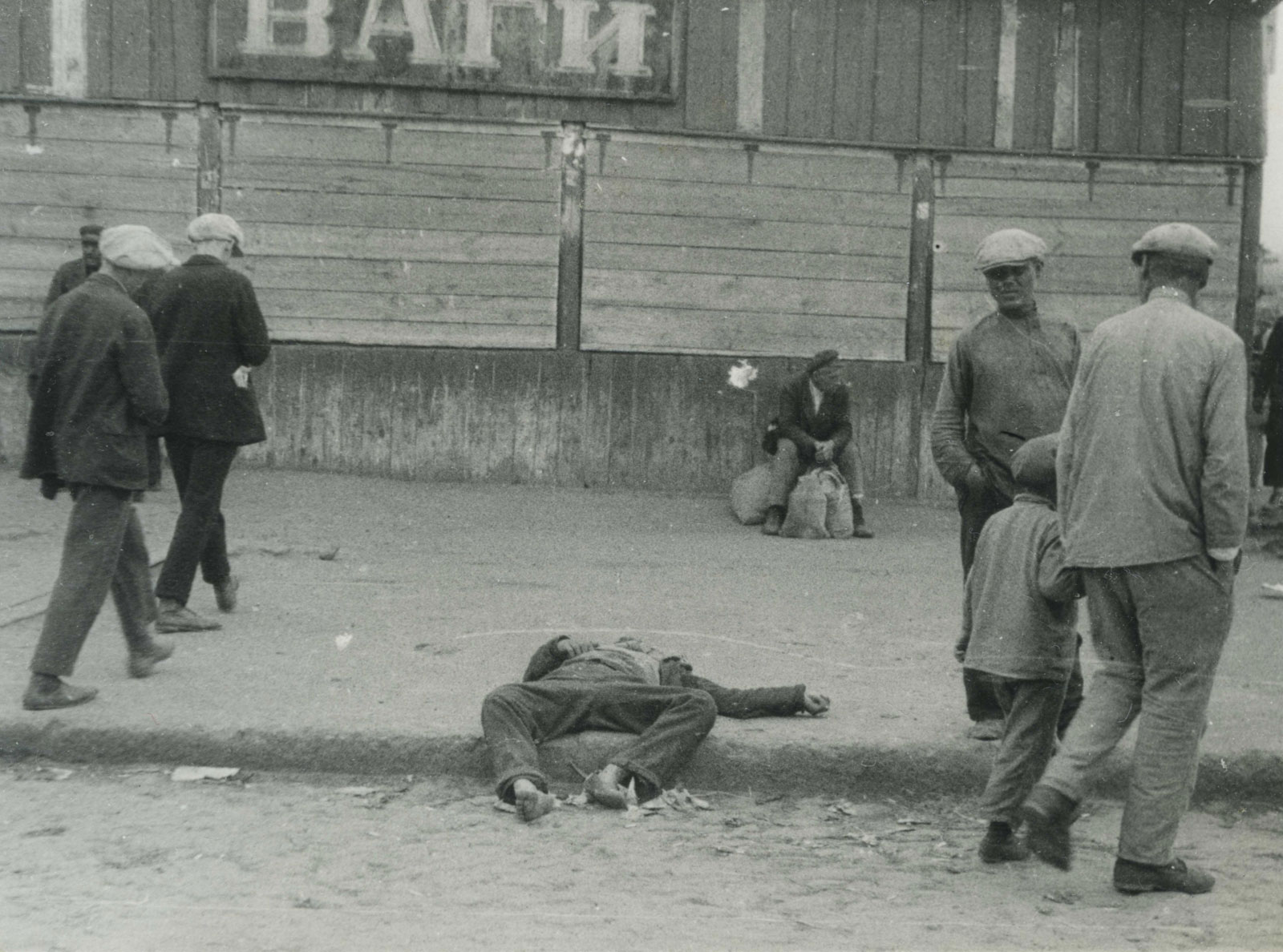 Street in Kharkov, 1932 Passers indifferently pass by the starving people.