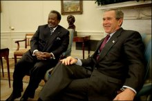Ismail Omar Guelleh meets U.S. President George W. Bush, January 21, 2003.