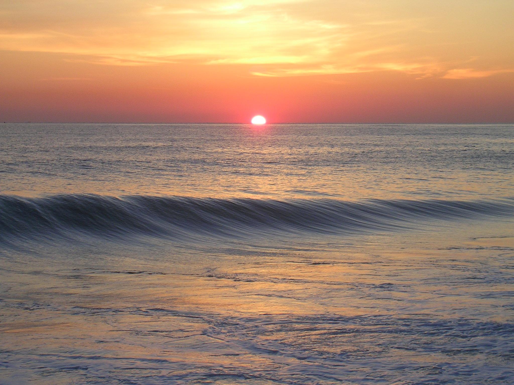 English: An orange sunrise at the ocean in Sou...