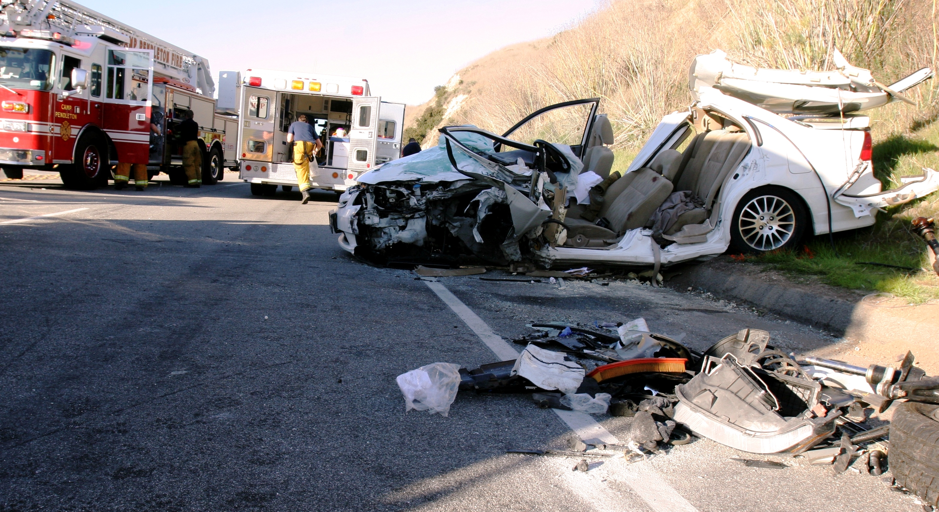 File:Two-car collision in the USA.jpg - Wikimedia Commons