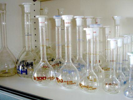 Labu Ukur, salah satu peralatan gelas di Lab.