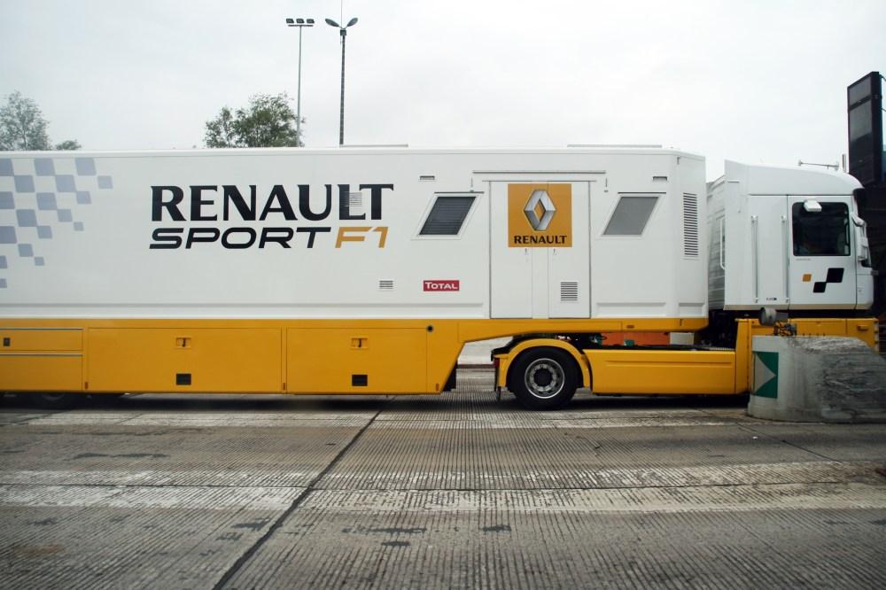 medium resolution of file renault sport f1 truck jpg