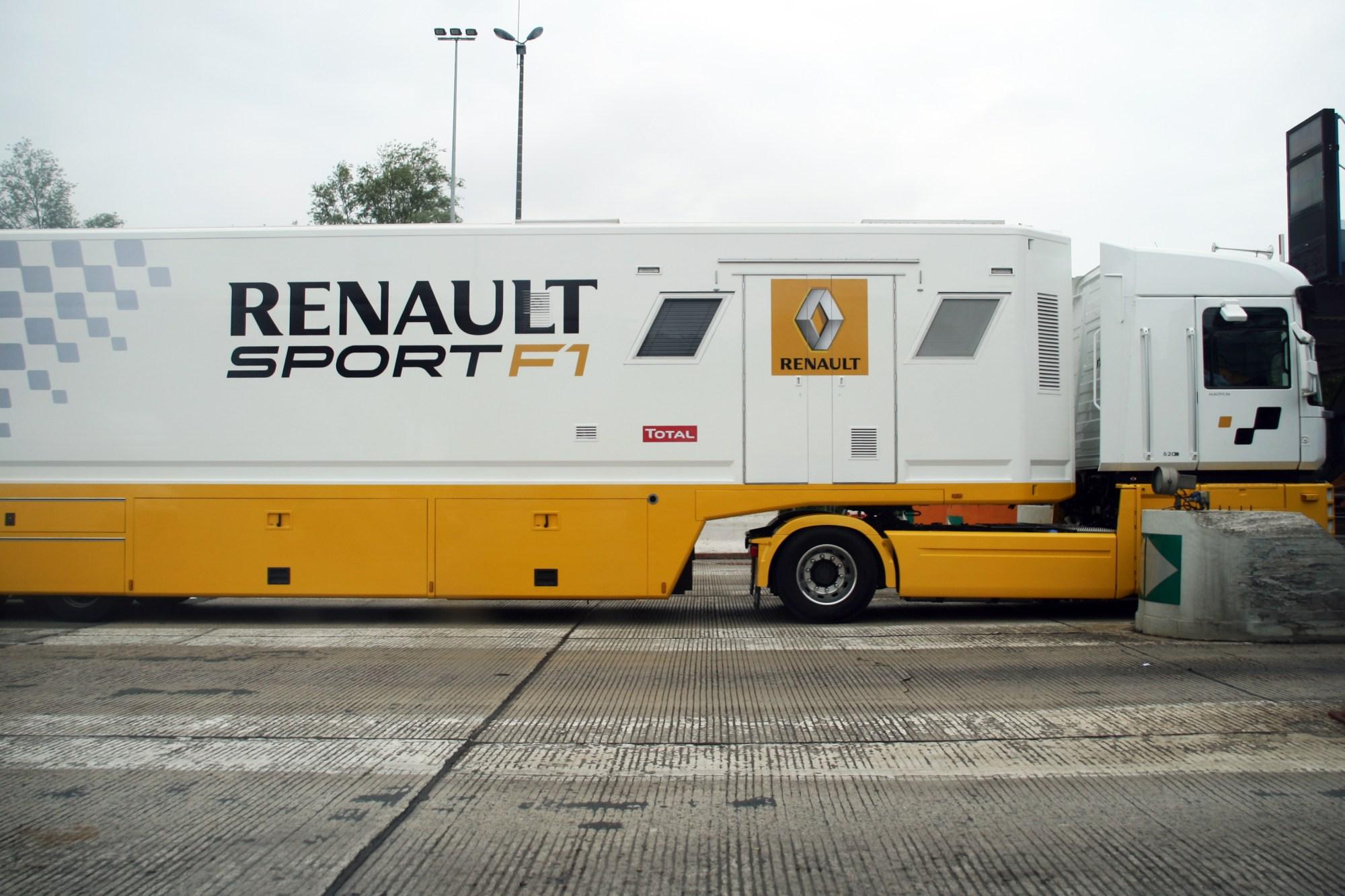 hight resolution of file renault sport f1 truck jpg