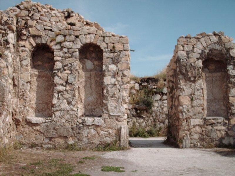 Bishapour (moyen-persan : Bay Shāpur, « le seigneur Shapur ») est une ancienne cité sassanide, à 23 km de Kazerun, dans le Fars, en Iran. La ville se trouvait sur la route reliant les villes d'Istakhr et Ctésiphon.