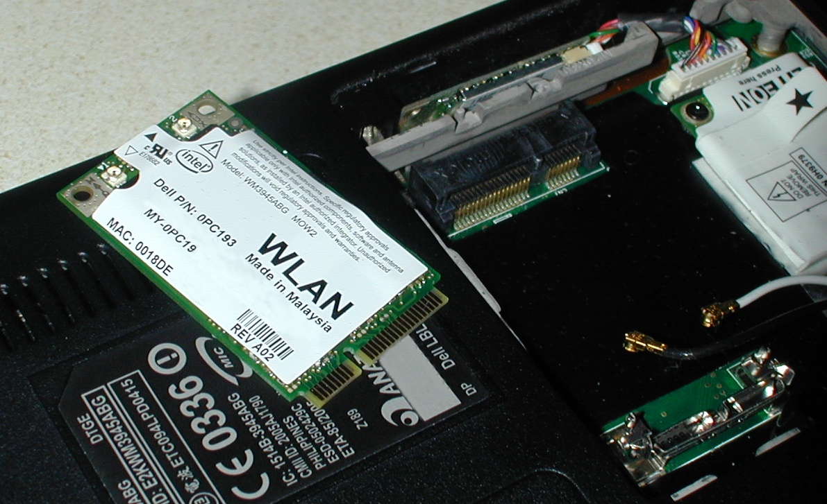 hight resolution of a wlan pci express mini card and its connector