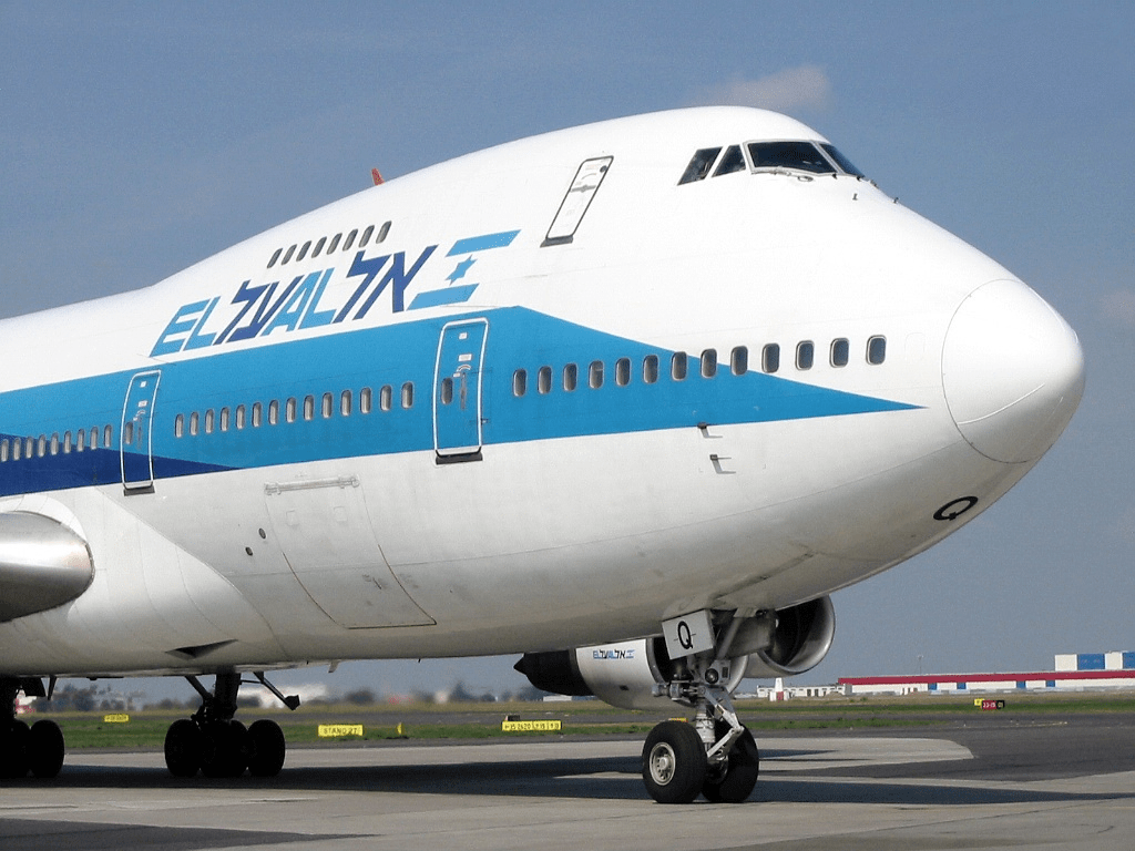 English: An El Al Boeing 747-238B at Warsaw Ok...