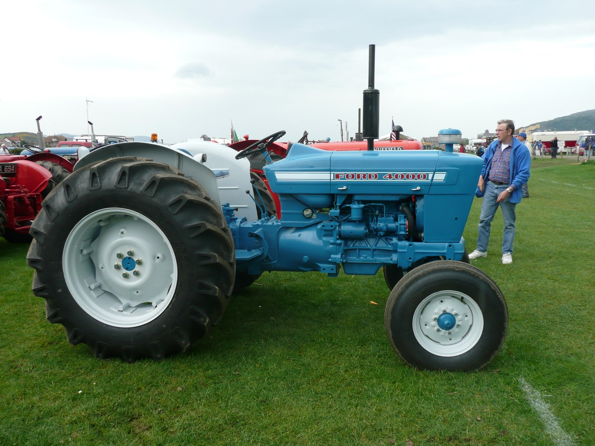 hight resolution of file ford 4000 tractor flickr terry wha 2 jpg