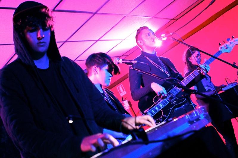 File:The xx live at La Casa 139.jpg