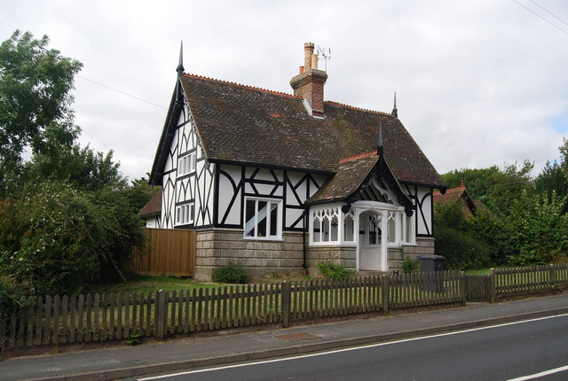 FileHalf timbered and half stone cottage Eridge Green