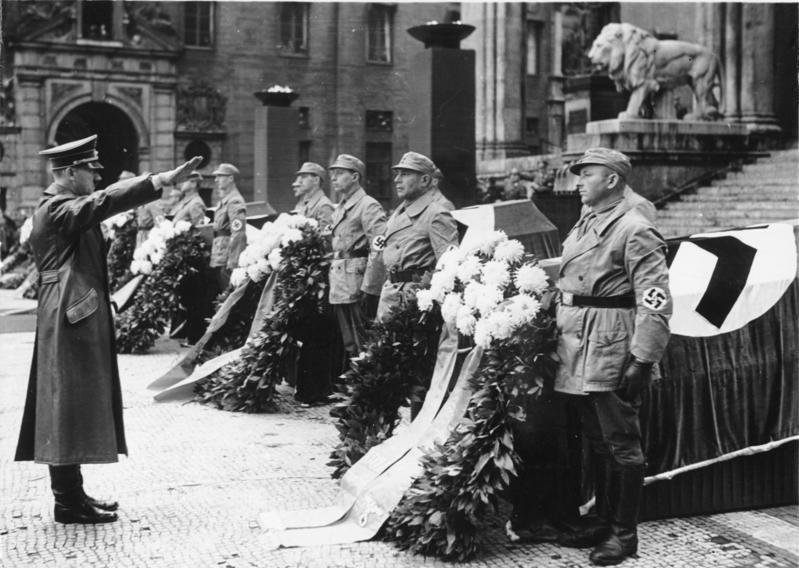 Adolf Hitler vor Feldherrenhalle
