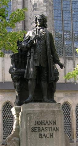 ライプツィヒ・聖トーマス教会前のバッハ像