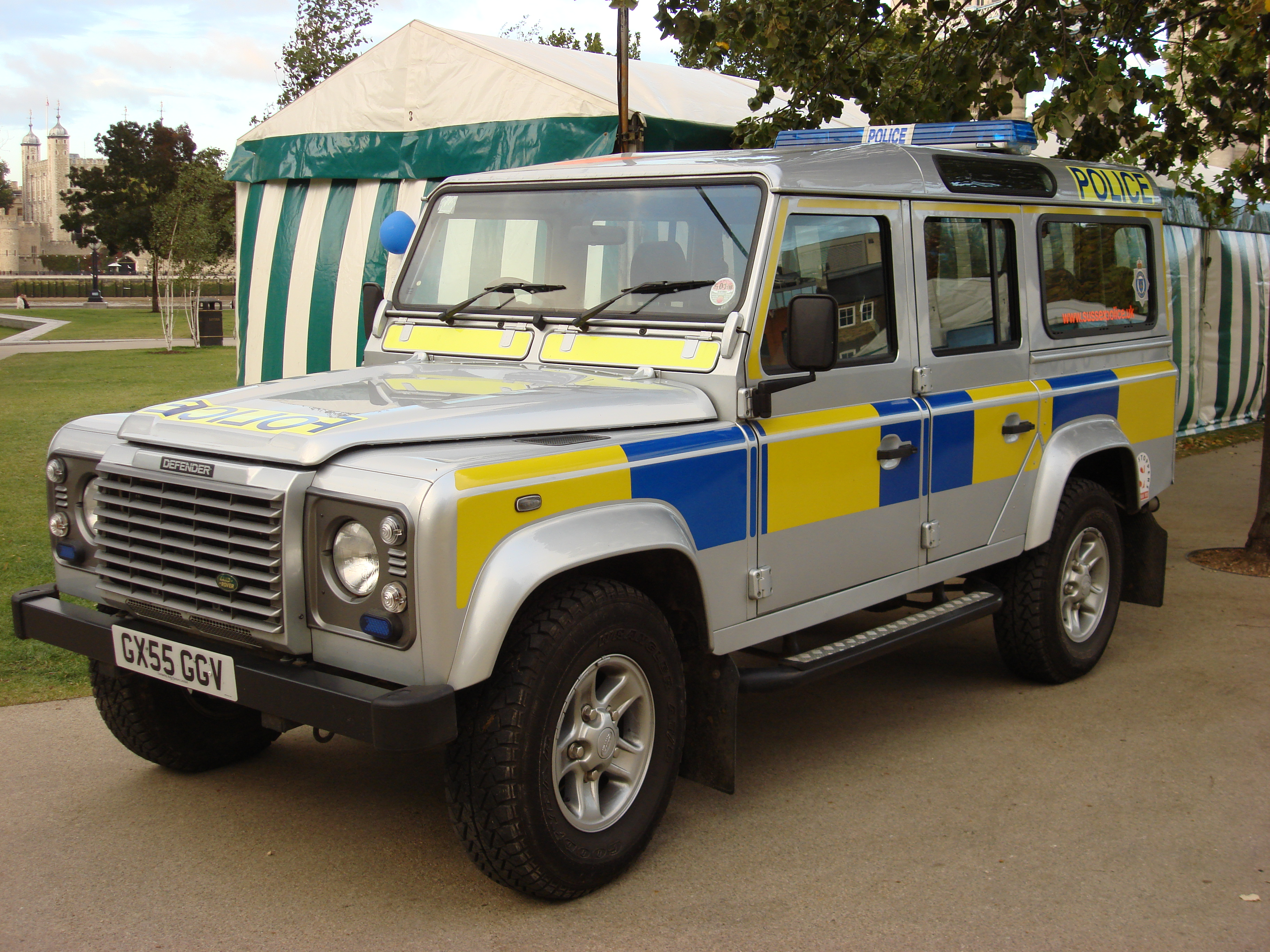 File Land Rover Defender Sus Police Wikimedia mons