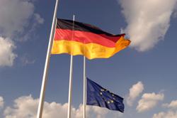 Deutsch: Fahnen Deutschland Europa auf Halbmas...