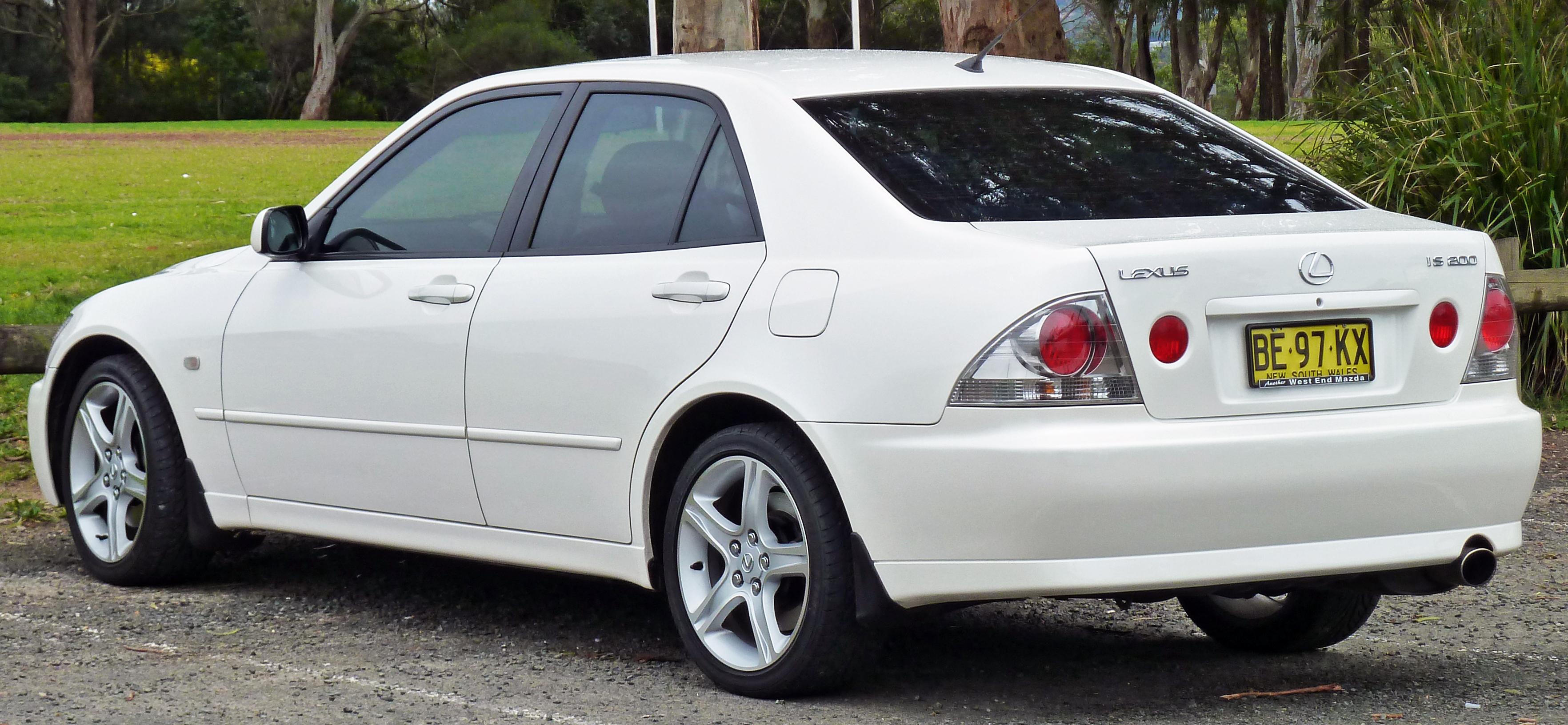 File 1999 2005 Lexus IS 200 GXE10R sedan 03 Wikimedia mons
