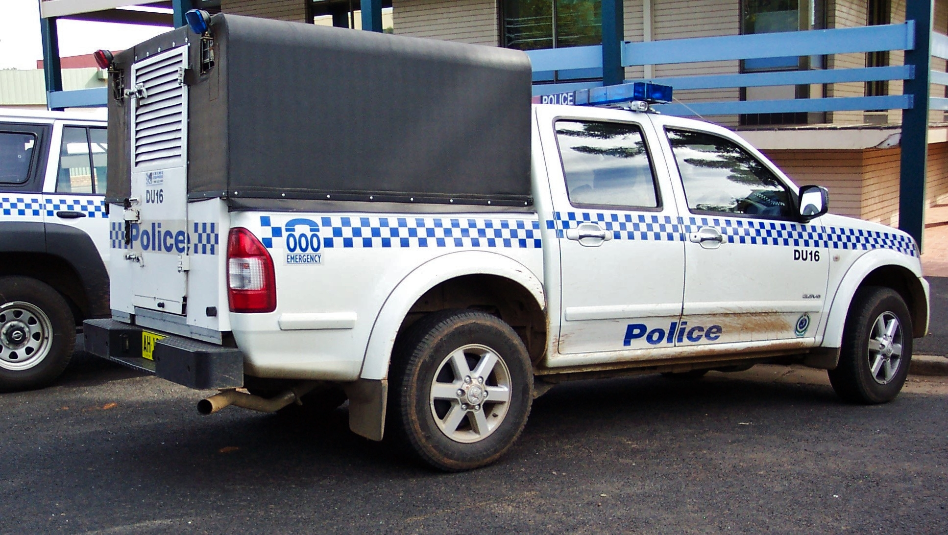 hight resolution of file 2005 holden ra rodeo lt paddy wagon nsw police 5497947675 jpg