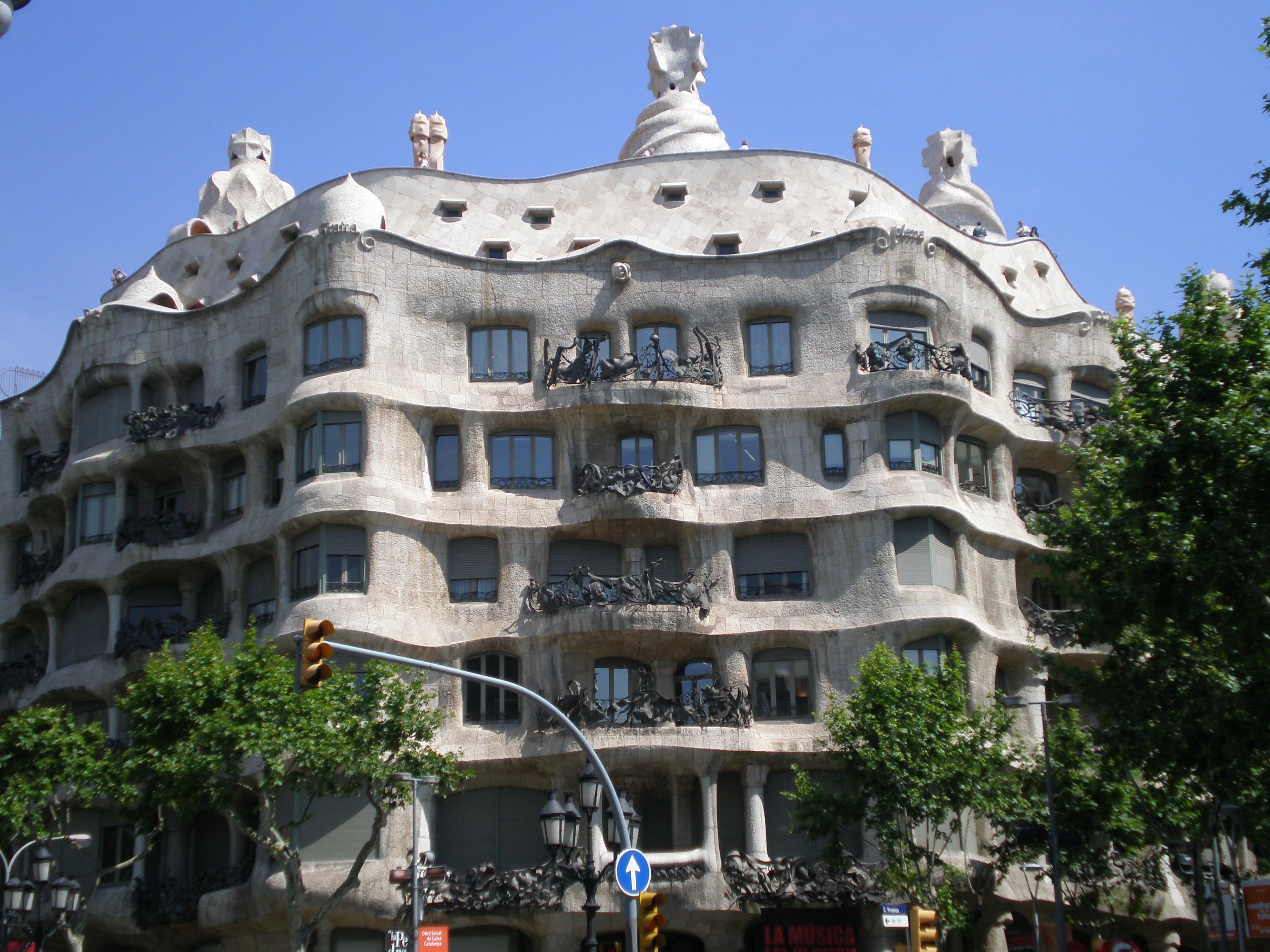 SkedaCasa Mil Barcelona  5jpg  Wikipedia