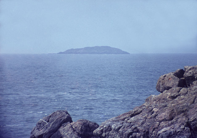 Grassholm from Skomer - geograph.org.uk - 1590881.jpg