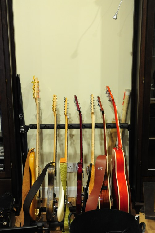 small resolution of file scaring crows studios in 2010 guitar rack 2010 03 14