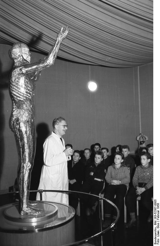 Jugendstunde im Hygienemuseum 1958