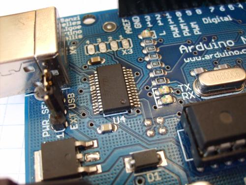 small resolution of file arduino ftdi chip 2 jpg