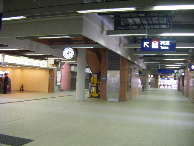 File:MTR Shek Mun Station Concourse.jpg - Wikimedia Commons