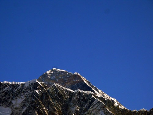 small resolution of in this pre 2015 view of mount everest the high point is the summit to the right of the summit the southeast ridge slopes down to the hillary step