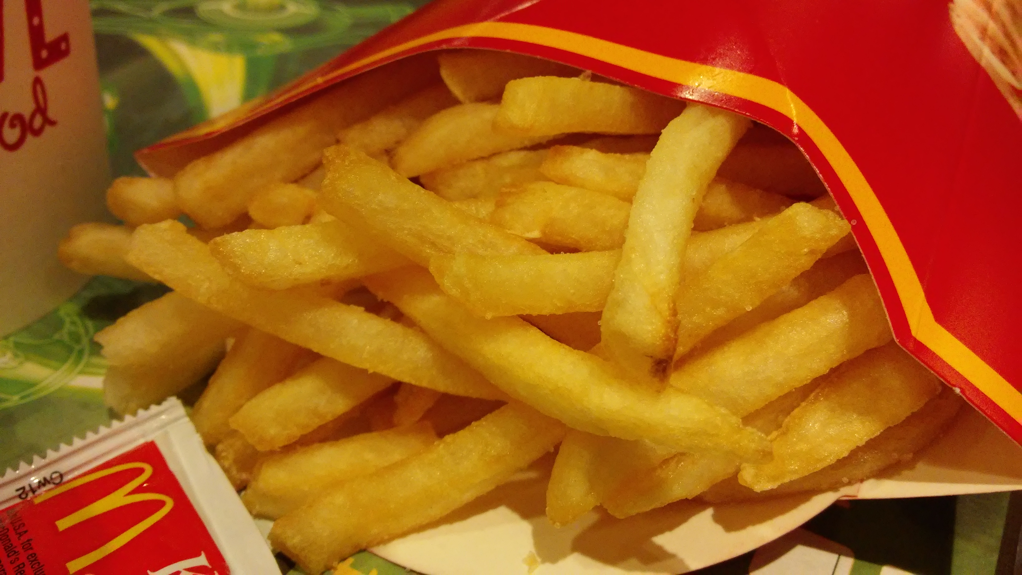 https://i0.wp.com/upload.wikimedia.org/wikipedia/commons/1/17/HK_Kln_Bay_Telford_Plaza_McDonalds_Restaurant_food_French_fries_Nov-2014_LG2.jpg