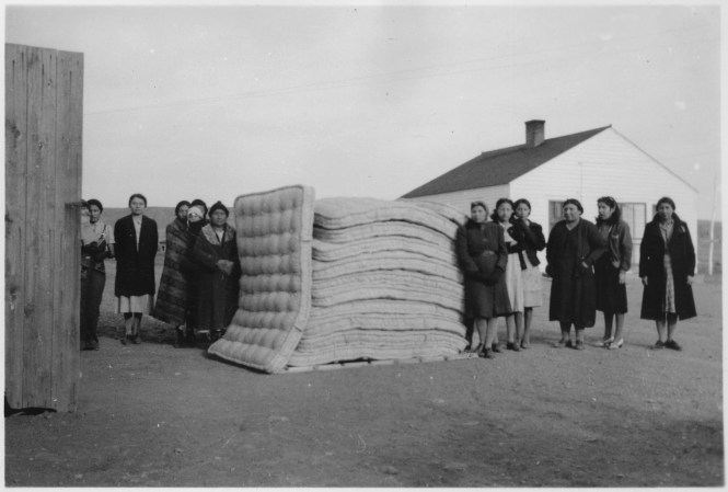 File Women With Stack Of Mattresses They Made Nara 285221 Jpg