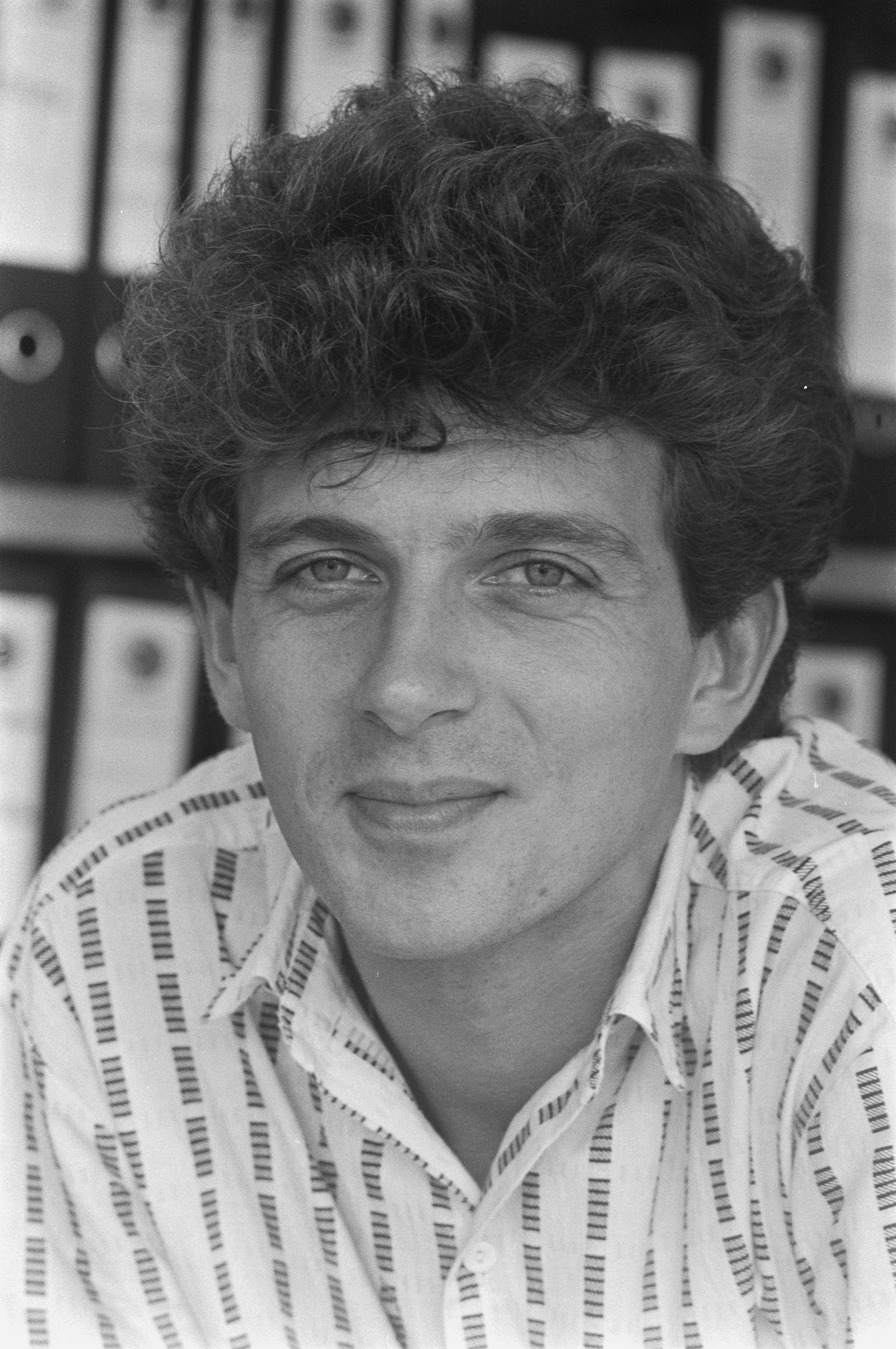 https commons wikimedia org wiki file naast leonie jansen nu ook robert ten brink als presentator in het jeugdjournaal bestanddeelnr 933 0650 jpg