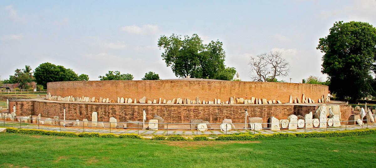 https://i0.wp.com/upload.wikimedia.org/wikipedia/commons/1/1a/Amaravati_Stupa_in_AP_W_IMG_8075.jpg