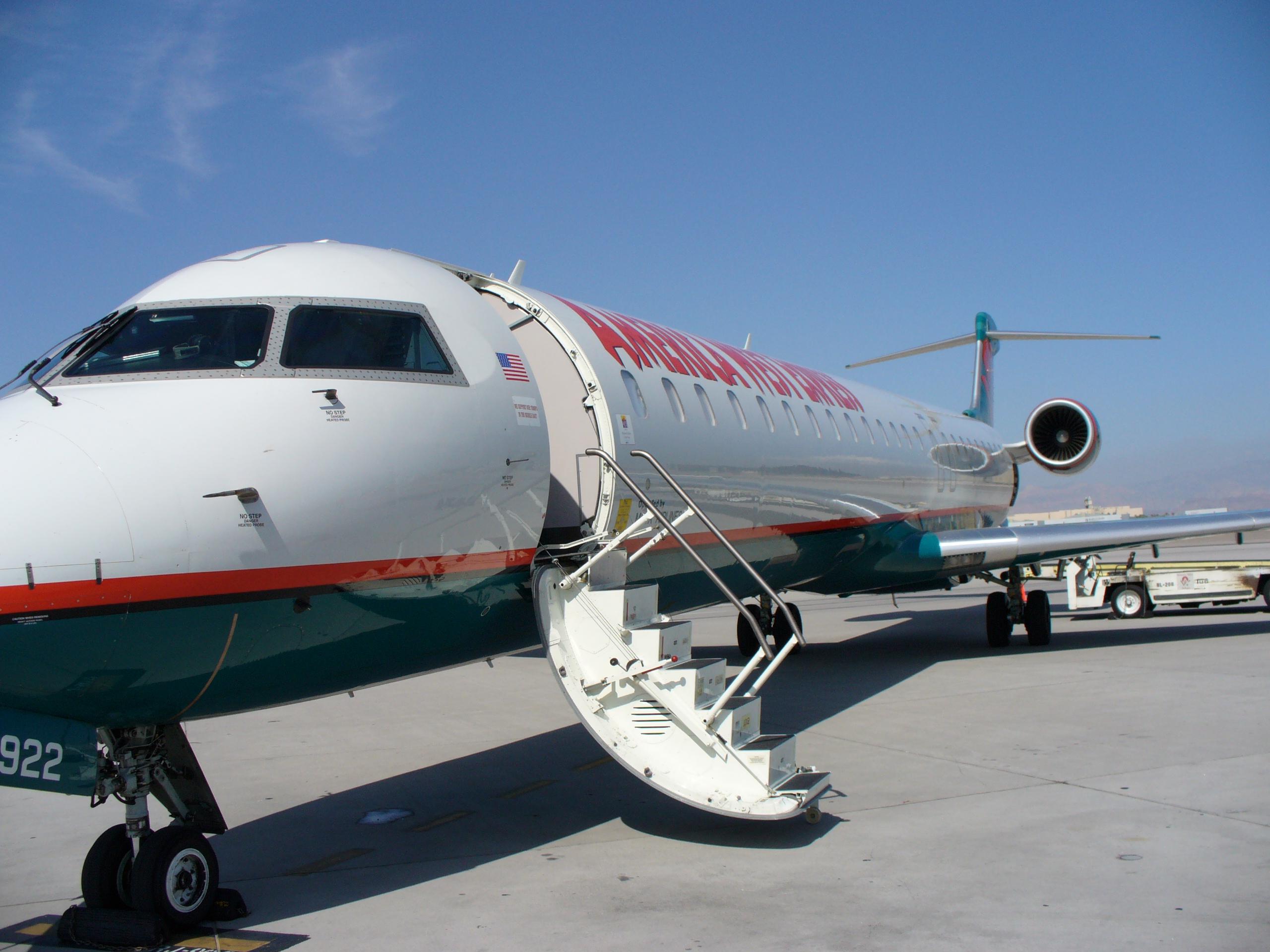 FileBombardier CRJ900LR Mesa Airlines LASjpg