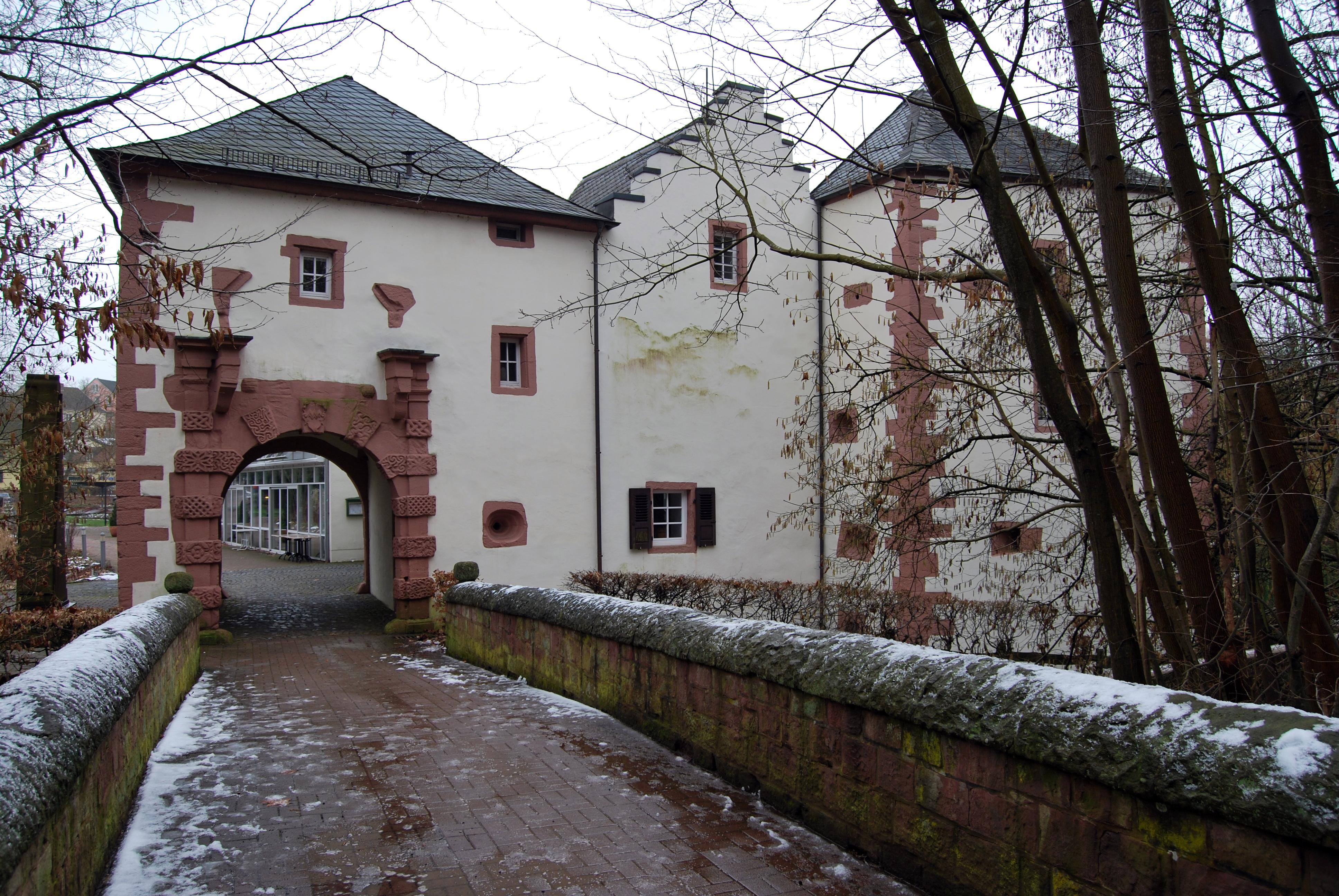 FileBurg Kerpen in Illingen Saar Foto 3jpg  Wikimedia Commons