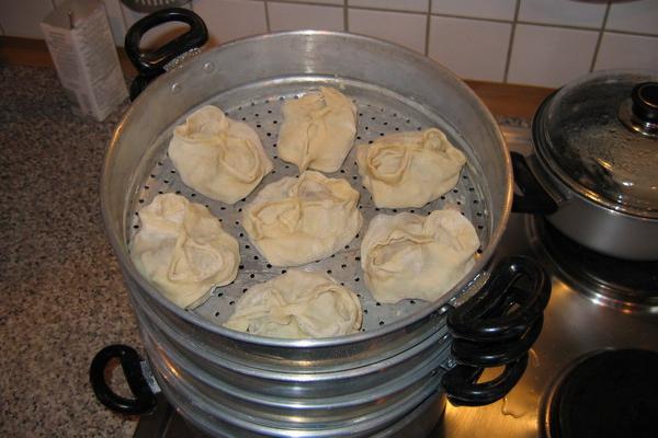 File:Manti in a steam cooker.jpg