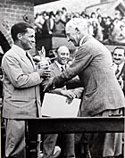 Bobby Jones wins British Open in 1930
