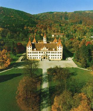 https://i0.wp.com/upload.wikimedia.org/wikipedia/commons/1/1c/Schlosseggenbergluftaufnahme.jpg