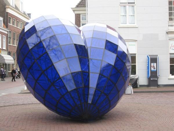 """File Sculpture """"het Blauwe Hart"""" Marcel Smink Delft"""