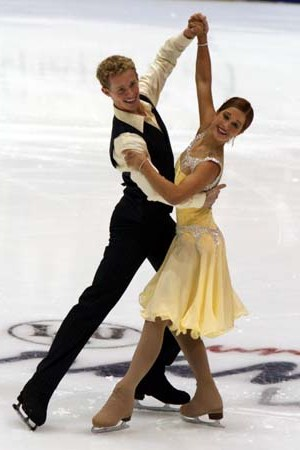 Emily Samuelson & Evan Bates perform the Vienn...