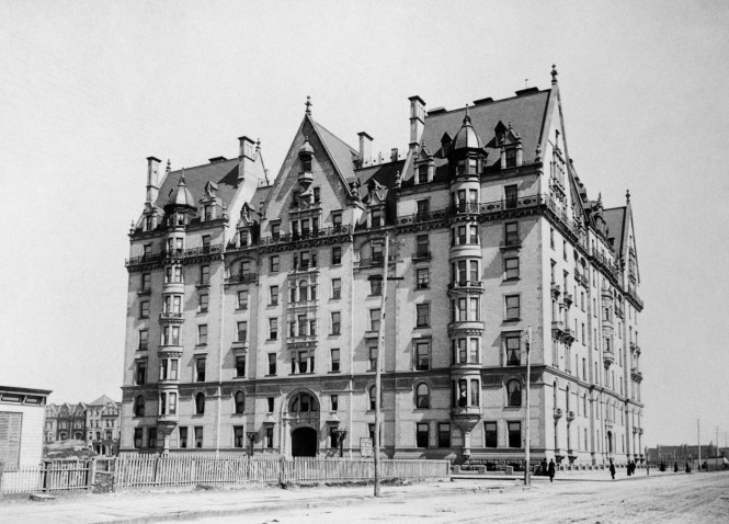 The Dakota C 1890 At Time This Area Of Manhattan Was Sply Developed And Remote From Core City S Potion