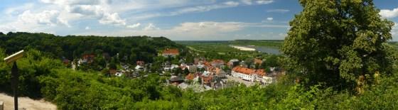 Panorama Kazimierza Dolnego i Małopolskiego Przełomu Wisły z Góry Trzech Krzyży