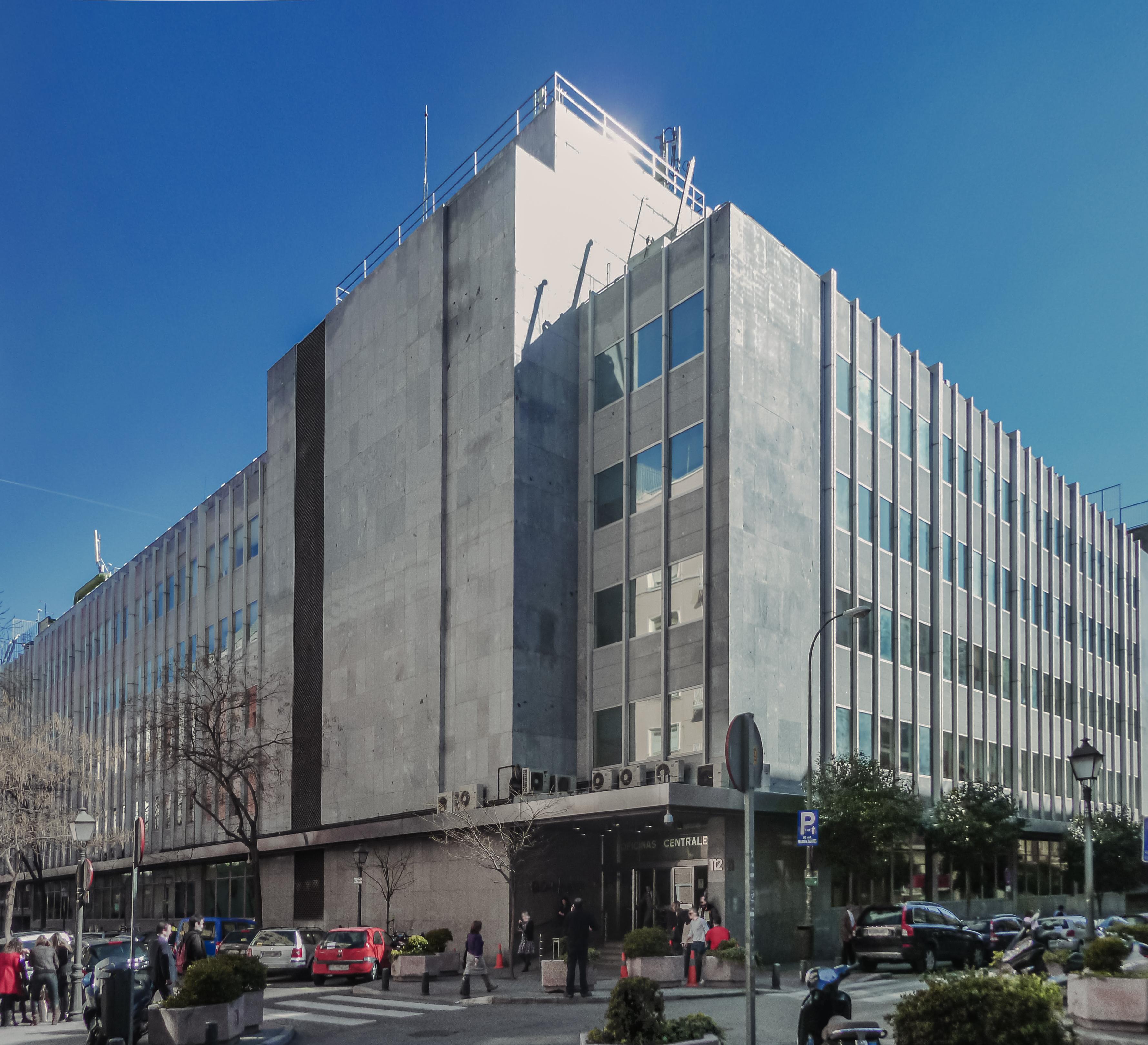 Las empresas mas explotadoras de Epaña Oficinas_centrales_de_El_Corte_Ingl%C3%A9s_(Madrid)_03