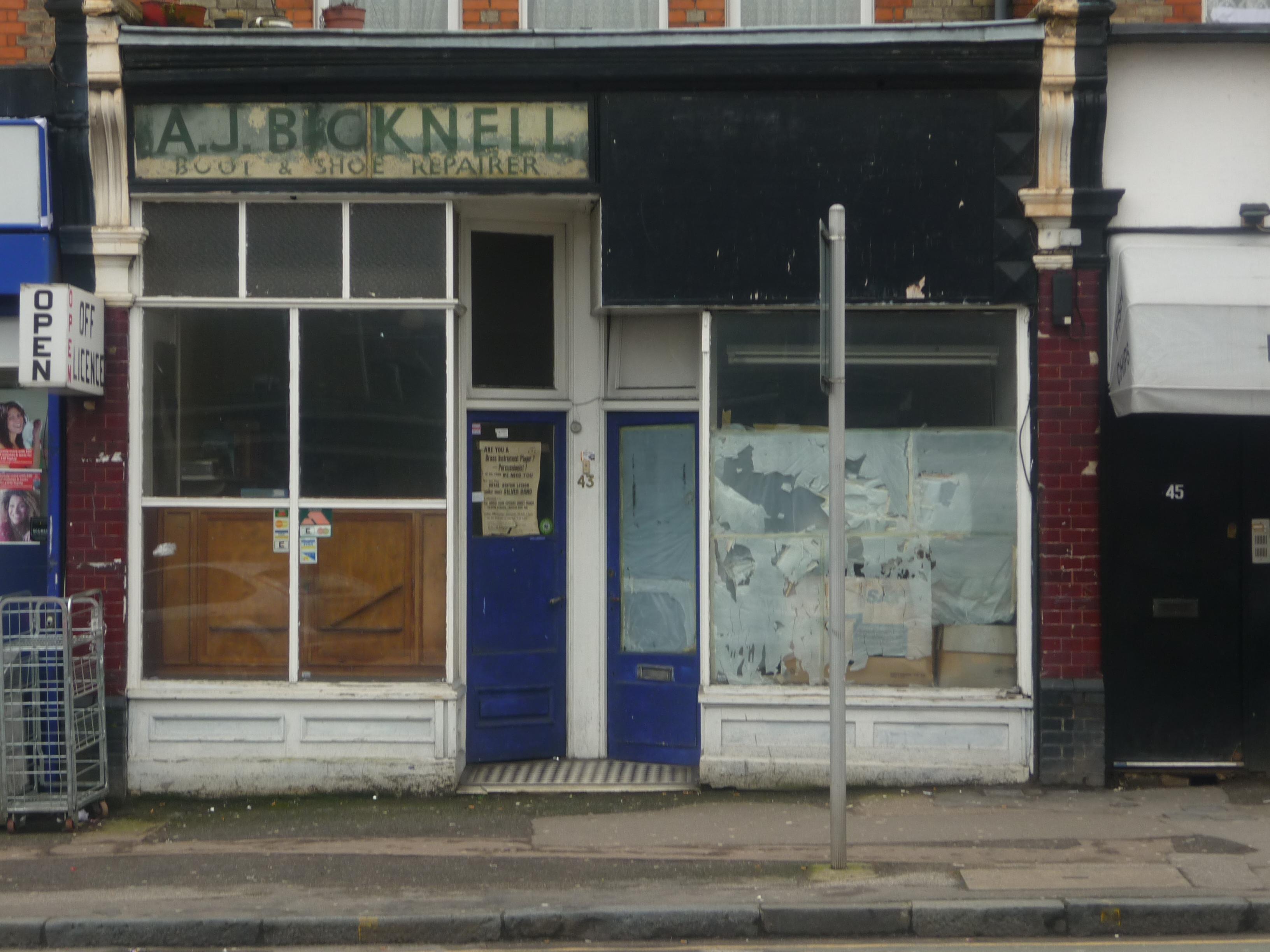 FileAbandoned Shop Units Tottenham Lane London N8