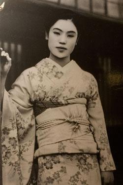 Onsen geisha Matsuei, who Yasunari Kawabata me...