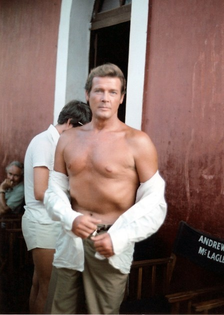 https://i0.wp.com/upload.wikimedia.org/wikipedia/commons/2/20/Roger_Moore_at_the_sets_of_Sea_Wolves.jpg?resize=448%2C631&ssl=1