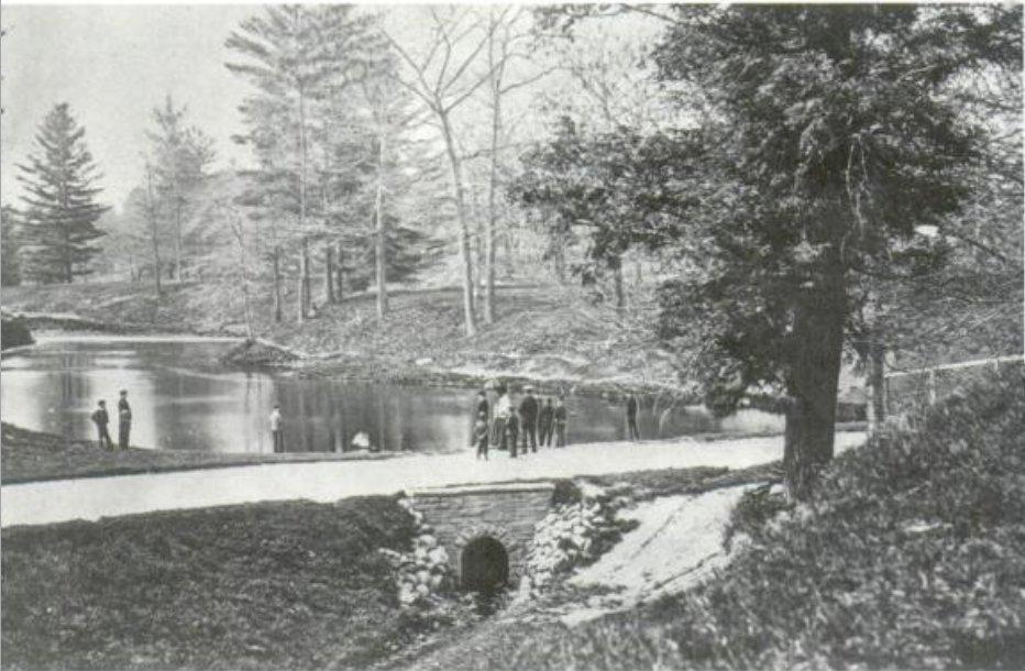 https://i0.wp.com/upload.wikimedia.org/wikipedia/commons/2/20/Taddle_Creek_-_McCaul%27s_Pond.jpg