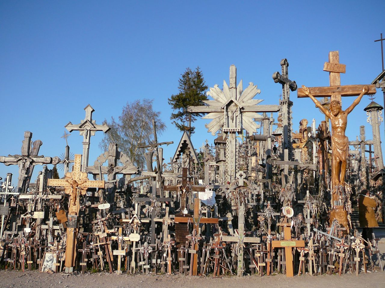 File Hill Of Crosses 1